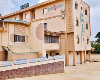 La Couronne Rw Hotel & Suites - Yaoundé - Gebouw