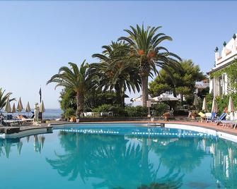 Arathena Rocks Hotel - Giardini Naxos - Pool