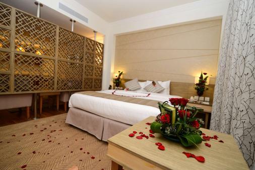 Golden Tulip Dammam Corniche Hotel - Dammam - Phòng ngủ