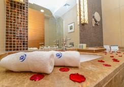 Golden Tulip Dammam Corniche Hotel - Dammam - Phòng tắm