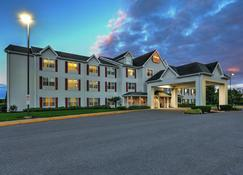 Lancaster Inn And Suites - Manheim - Building