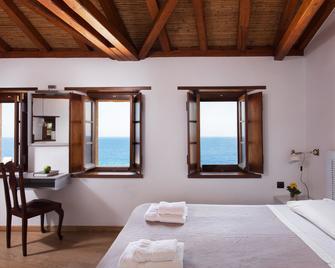 Kalnterimi Suites - Monemvasia - Bedroom