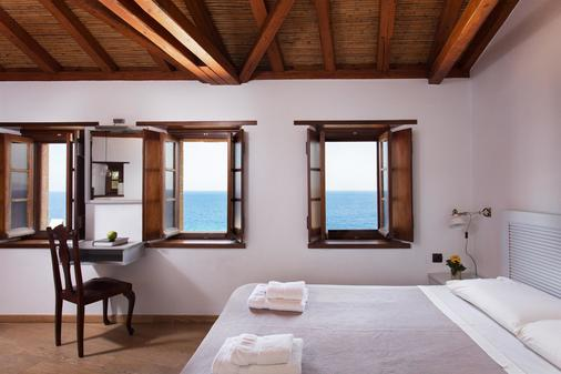 Kalnterimi Suites - Monemvasia - Phòng ngủ