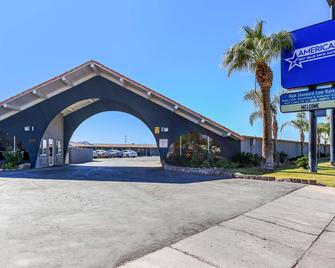 Americas Best Value Inn and Suites El Centro - El Centro - Building