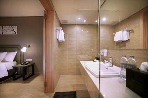 Harper Kuta - Kuta - Bathroom