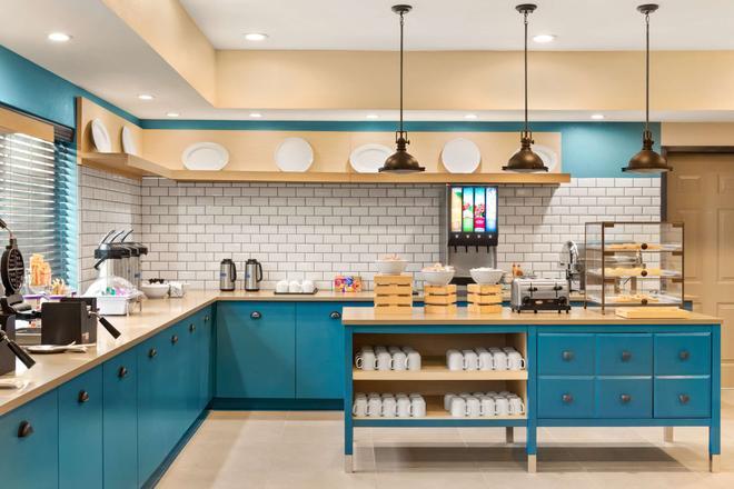 Country Inn & Suites by Radisson, Shreveport - Shreveport - Kitchen