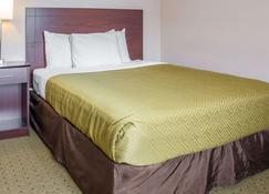 Econo Lodge - Ames - Bedroom