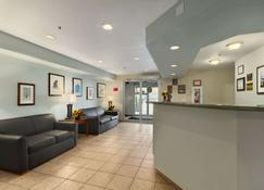 Super 8 by Wyndham Yellowknife - Yellowknife - Recepcja