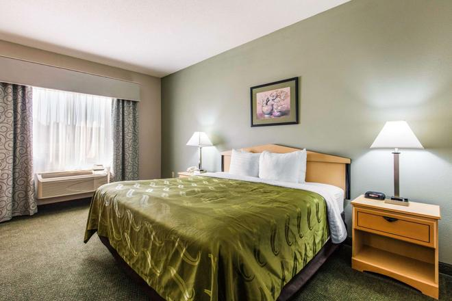 Quality Inn & Suites Jackson Int'l Airport - Pearl - Makuuhuone