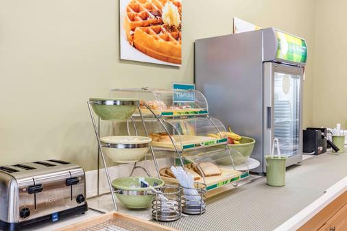 Quality Inn & Suites Jackson Int'l Airport - Pearl - Buffet