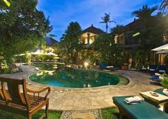 Tamukami Hotel - Denpasar - Piscina