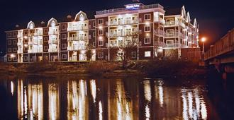 Rivertide Suites Hotel - Seaside - Building