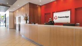 Travelodge Hotel Melbourne Southbank - Melbourne - Front desk