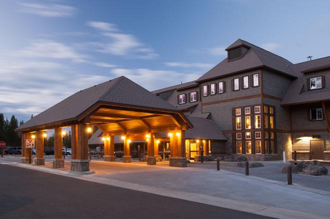 Canyon Lodge and Cabins - Canyon Village - Building