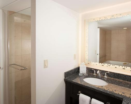 Embassy Suites by Hilton Raleigh Crabtree - Raleigh - Bathroom