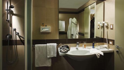 โรงแรมเบสท์เวสเทิร์น แกรนด์ กวินิจี - ลุกคา - ห้องน้ำ
