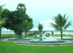 Pharo Lake - Polonnaruwa - Building