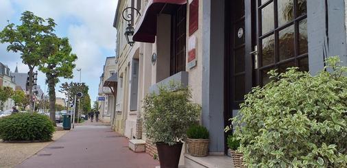 Hôtel Le Chantilly - Deauville - Cảnh ngoài trời