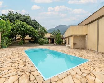 OYO Residencial Muriqui Apart Hotel - Vila Muriqui - Басейн