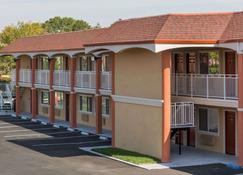 Super 8 by Wyndham Fairfield Napa Valley Area - Fairfield - Building