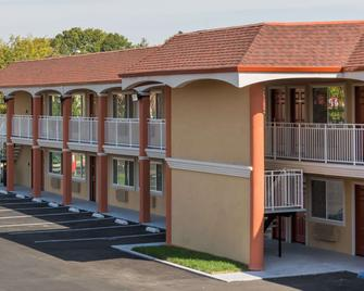 Super 8 by Wyndham Fairfield Napa Valley Area - Fairfield - Κτίριο