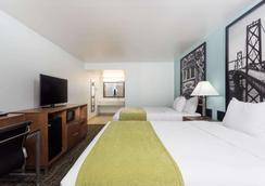 Super 8 by Wyndham Fairfield Napa Valley Area - Fairfield - Makuuhuone