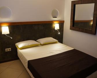 Hôtel Le Dronmi - Cayenne - Schlafzimmer