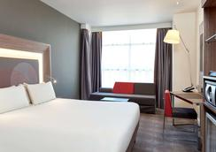 Novotel London Heathrow Airport T1 T2 and T3 - Lontoo - Makuuhuone