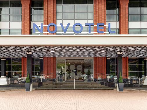 Novotel London Heathrow Airport T1 T2 and T3 - London - Building