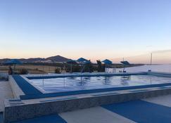 فندق نجم مليانة - تطوان - حوض السباحة