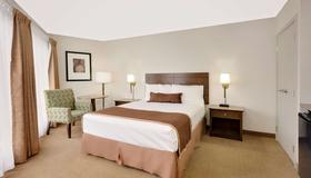 Ramada by Wyndham Kamloops - Kamloops - Bedroom