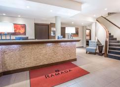 Ramada by Wyndham Kamloops - Kamloops - Receptionist