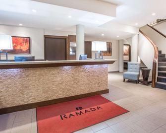 Ramada by Wyndham Kamloops - Kamloops - Front desk
