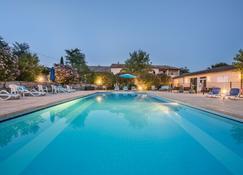 Hotel Le Clos Des Bruyeres - Vallon-Pont-d'Arc - Piscine