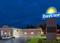 Days Inn by Wyndham Batavia Darien Lake Theme Park - Batavia - Rakennus