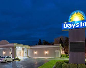 Days Inn by Wyndham Batavia Darien Lake Theme Park - Batavia - Building