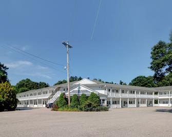 Hamilton Village Inn - North Kingstown - Building