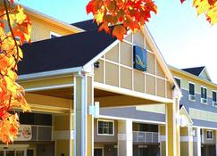 Quality Inn & Suites Evergreen Hotel - Augusta - Building