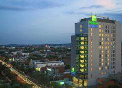 Holiday Inn Express Semarang Simpang Lima - Semarang - Building