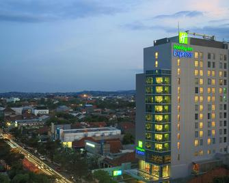 Holiday Inn Express Semarang Simpang Lima - Semarang - Building