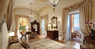 جراند هوتل إكسليسيور فيتوريا - سورنتو - غرفة نوم