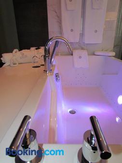 Hôtel Des Coutellier - Québec City - Bathroom