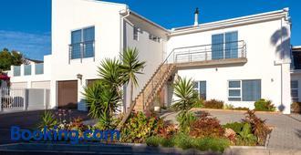 Pro Moni's Guesthouse - Cape Town - Building