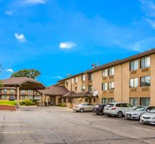 Quality Inn and Suites Lawrence-Univ Area