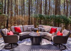 Country Inn & Suites by Radisson RaleighDurham Air - Morrisville - Patio