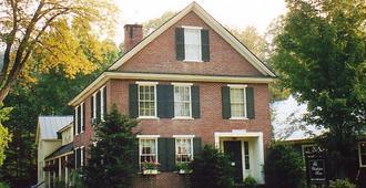 The Charleston House Bed & Breakfast - Вудсток - Здание