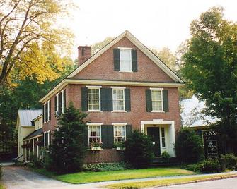 The Charleston House Bed & Breakfast - Woodstock - Building