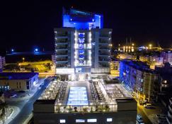 Radisson Blu Hotel, Larnaca - Larnaca - Building