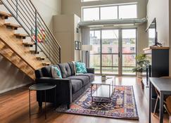 Frontdesk | 225 Portland Ave Mill District Downtown Apts - Minneapolis - Salon