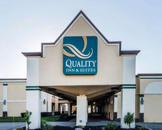 Quality Inn & Suites Conference Center Across from Casino - Erie - Building